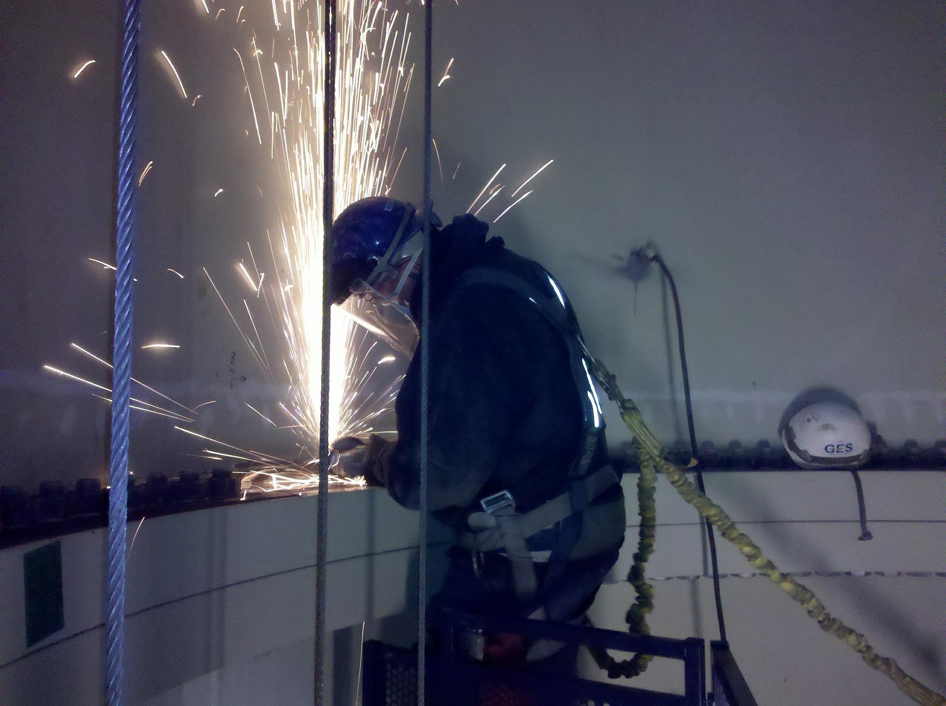 Szkolenie okresowe bhp dla spawaczy, ślusarzy, stolarzy i operatorów maszyn i urządzeń